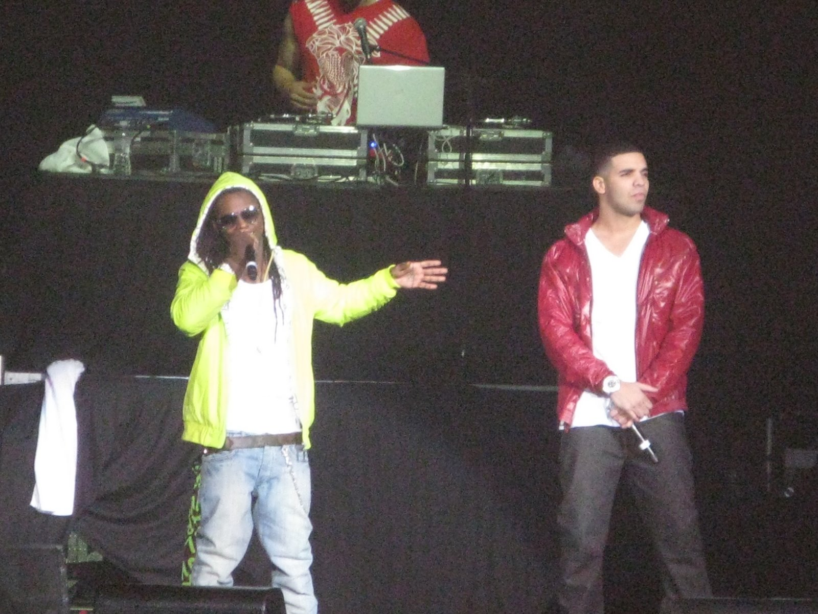Lil Wayne Makes Surprise Appearance At Drakes Concert